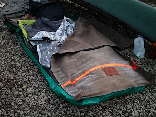 Frost on the swag - sleeping bag and a wool mexican blanket in the swag letu0027s you sleep out in sub-zero temperatures with no problem & Australian Swag | Path Of The Paddle.co.uk